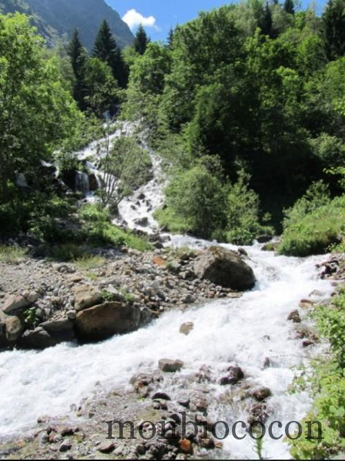montée au lac du lauvitel massif des écrins alpes