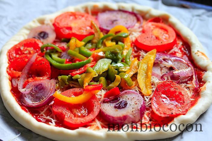 pizza-oignon-poivron-tomate-coulis-00
