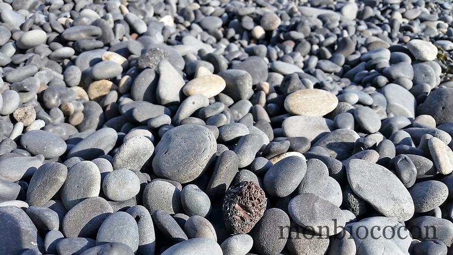 dirolaey-plage-sable-noir-galets-vik-