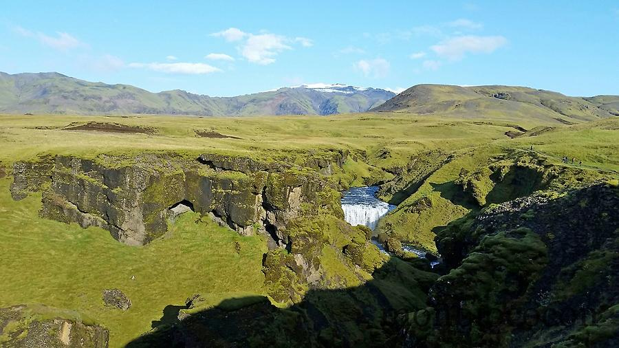 iceland--south-photos-hikking-skogafoss-9