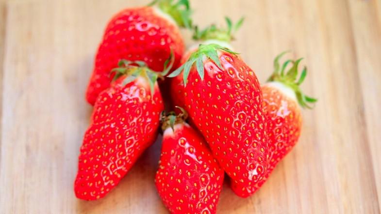 Miam des fraises ! et des gariguettes en plus ! Youpi tralala ! Déjà ?!?
