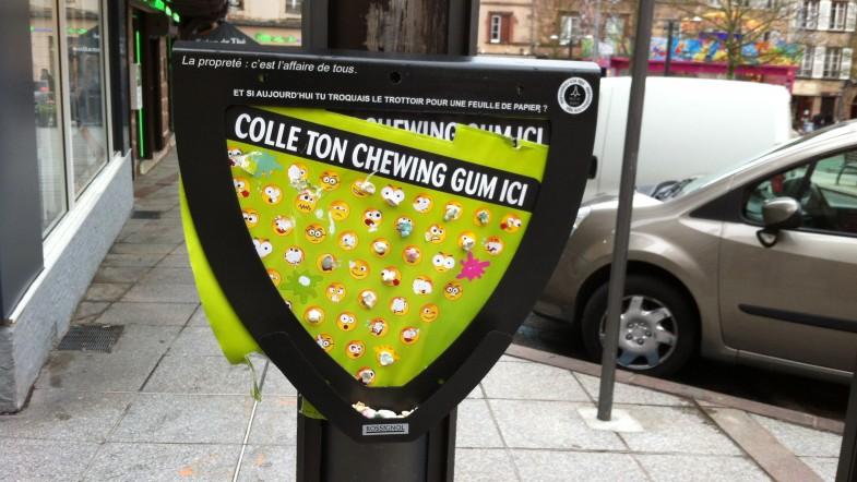 Un distributeur gratuit de chewing gum… usagés !