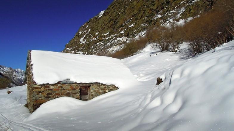 Neige, soleil et montagnes Pyrénéennes
