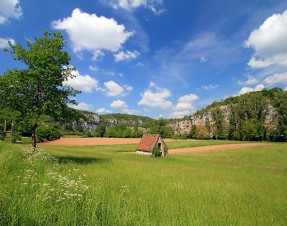 J'aime la randonnée pédestre et en raquettes parce qu'il y a le calme, la nature et aussi…
