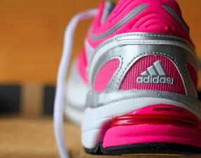 A enfin trouvé ses shoes de running: toutes roses ! Aller, en avant ! We run !